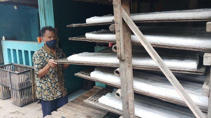 FOTO : Perajin Tempe di Tangerang Kembali Berproduksi
