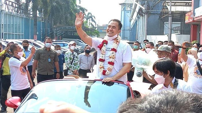 Pedangdut Saipul Jamil begitu bahagia setelah akhirnya menghirup udara usai dibebaskan dari LP Cipinang, Jakarta Timur, Kamis (2/9/2021) pagi. Saipul Jamil menjalani hukuman selama 5 tahun terkait kasus pencabulan dan suap panitera pengadilan.