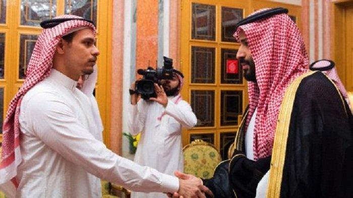 PUTRA Jamal Khashoggi, Salah Khashoggi, ketika bersalaman dengan Putra Mahkota Arab Saudi Mohammed bin Salman (MBS).