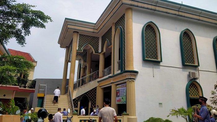 Salat Jumat Saat PPKM Level 4, Warga Tangsel: Saya Enggak Tahu Kalau Enggak Boleh, Masjid Masih Buka