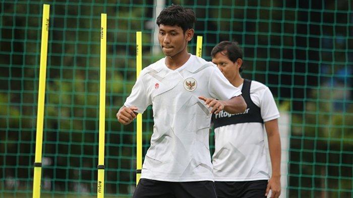 Salman Alfarid mulai berlatih dengan para pemain lainnya di TC Timnas sepak bola persiapan SEA Games Hanoi, Vietnam