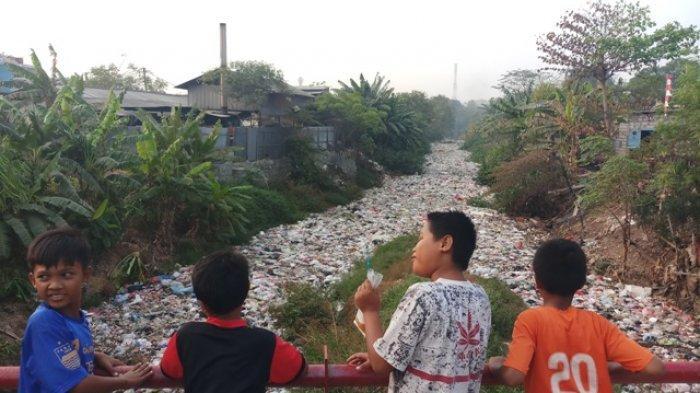 Kali Jambe Bekasi Penuh Tumpukan Sampah, Dinas Lingkungan Hidup Sudah Tahu