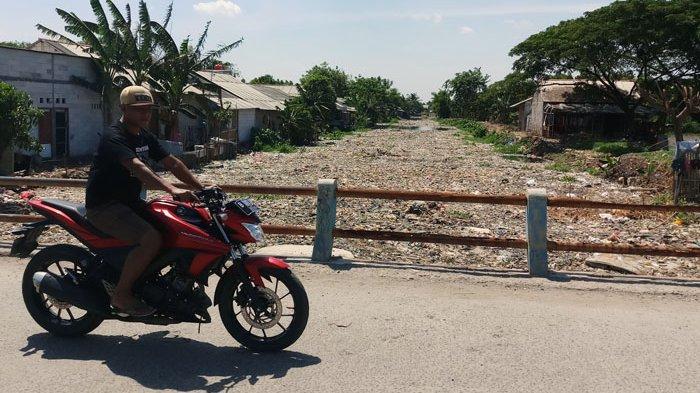 Dinas LH Kabupaten Bekasi Siap Bersihkan Kali Pisang Batu, Syaratnya Warga yang Angkut Sampah