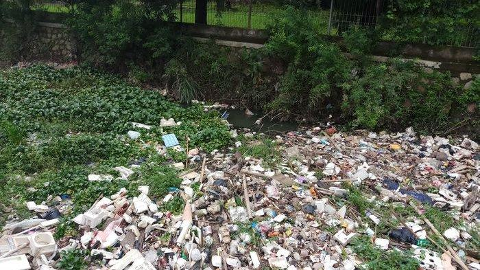 Terkendala Alat Berat, Pembersihan Sampah Plastik dan Rumah Tangga Sebanyak 5 Ton Ditunda