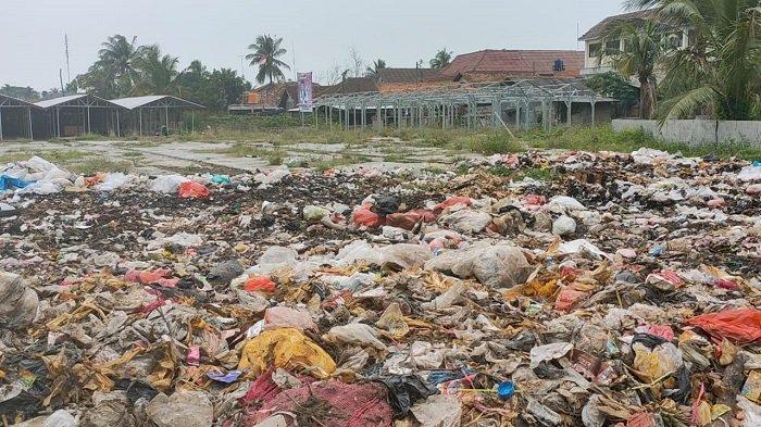 Warga Kabupaten Tangerang Resah atas Tumpukan Sampah Dekat Puskesmas Kresek