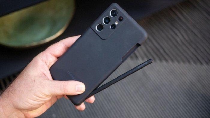 Samsung Galaxy S21 Ultra bersama cover dan stylus S Pen