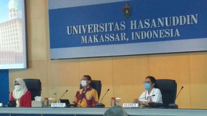Menteri Pariwisata dan  Ekonomi Kreatif Sandiaga Salahuddin Uno saat hadir di Kampus Unhas Tamalanrea guna menandatangani kerja sama pengembangan SDM pariwisata dan ekonomi kreatif, Jumat (18/6/2021).