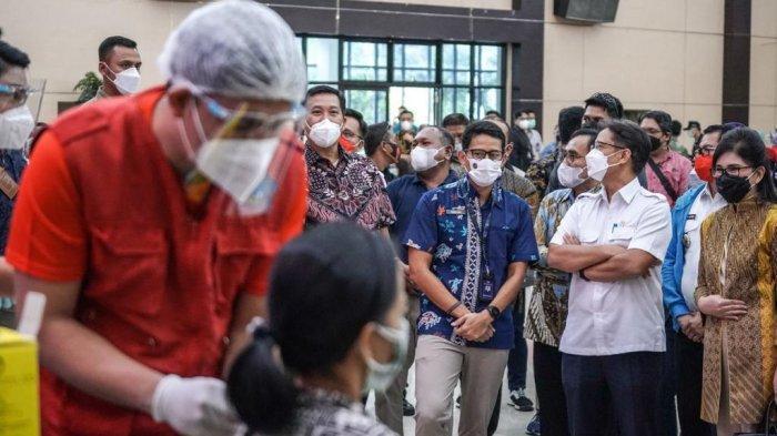 Pelaku Parekraf Divaksin Covid-19, Sandiaga Uno Apresiasi Menteri Kesehatan