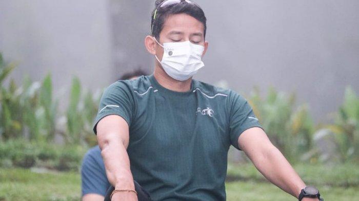 Berselimut Kabut, Sandiaga Uno Rasakan Sensasi Yoga di Kawasan Candi Borobudur