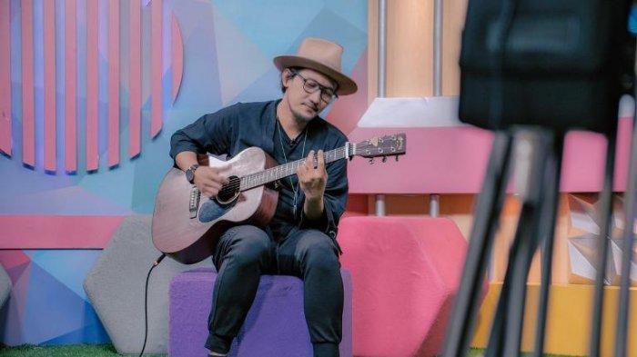 Sandy Canester Nyanyikan Lagu Di Rumah Aja Dukung Pemerintah Melawan Pandemi Virus Corona
