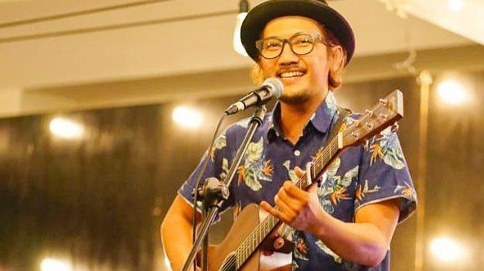 Dukung Imbauan Pemerintah Cegah Virus Corona, Sandy Canester Nyanyikan Lagu Di Rumah Aja