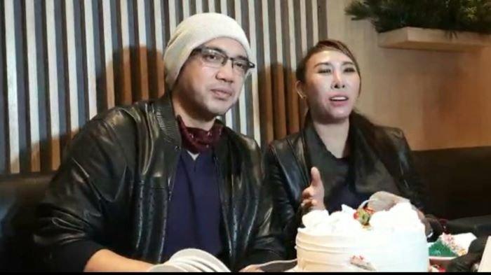 Henny Mona dan Sandy Tumiwa Luncurkan Karya Film Surga di Telapak Tangah Ayah