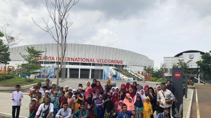Jakpro Ajak Santri Cilik Korban Banjir Berlibur, dan Naik LRT