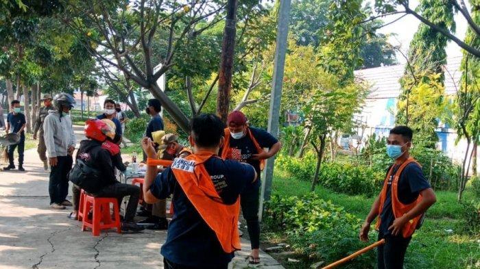 Satpol PP Gelar Razia Masker di Kemayoran, 78 Pelanggar Protokol Kesehatan Dihukum Menyapu Jalanan
