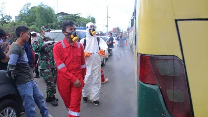 Penumpang Dicek Suhu Badan, Mobil Disemprot Disinfektan Setelah Keluar Gerbang Tol Balaraja Barat