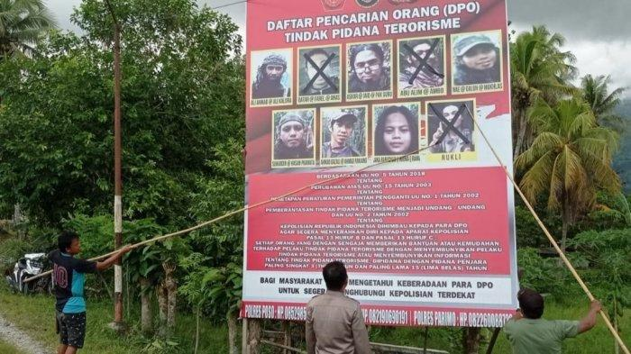 Satgas Madago Raya Pajang Baliho Sisa Anggota Teroris MIT Poso, Tiga Wajah Disilang Hitam