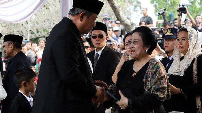 SBY Salami Megawati di Bawah Tenda Merah Putih