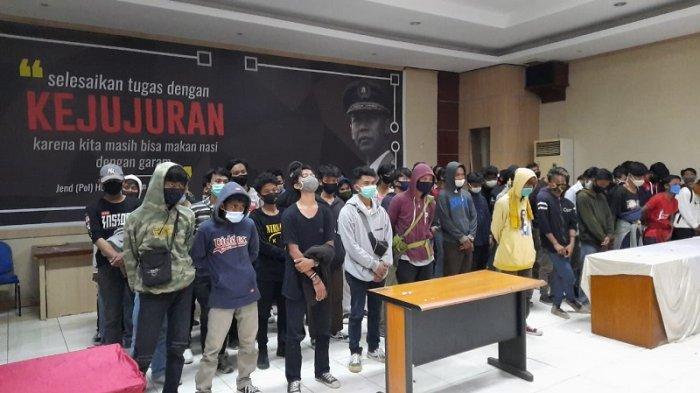 VIDEO Polisi Lakukan Rapid Test ke 116 Pelajar yang Diamankan saat Demo di Bekasi, 2 Orang Reaktif