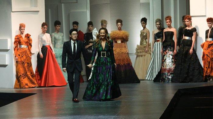 Warna-warni Saling Tabrak Ala Sebastian Gunawan-Cristina Panarese yang Feminin dan Glamor