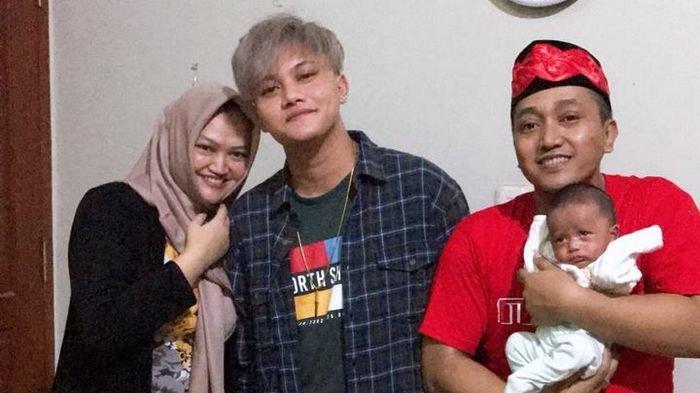 Rizky Febian bersama almarhumah Lina Jubaedah serta Teddy Pardiyana dan Bintang.