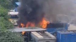 PT Transjakarta Pastikan Bus yang Terbakar di Pool Bus Mampang Prapatan, Bukan Milik Mereka