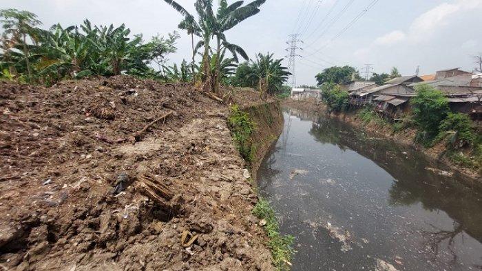 Cegah Banjir dari Sungai Cijambe, PMO Jabodetabek-punjur Angkat Sedimen hingga Pasang Jaring Apung