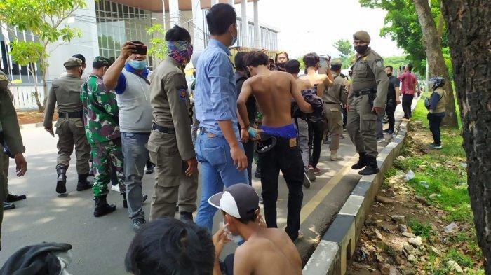 Hendak Ikut Demo Tolak UU Cipta Kerja ke Gedung DPR RI, Puluhan Pelajar Tangsel Ditangkap Polisi