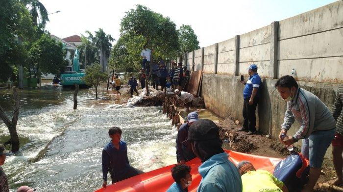 Kunjungi Lokasi, Sekda DKI Saefullah Ungkap Penyebab Komplek Pantai Mutiara Terendam Banjir Rob