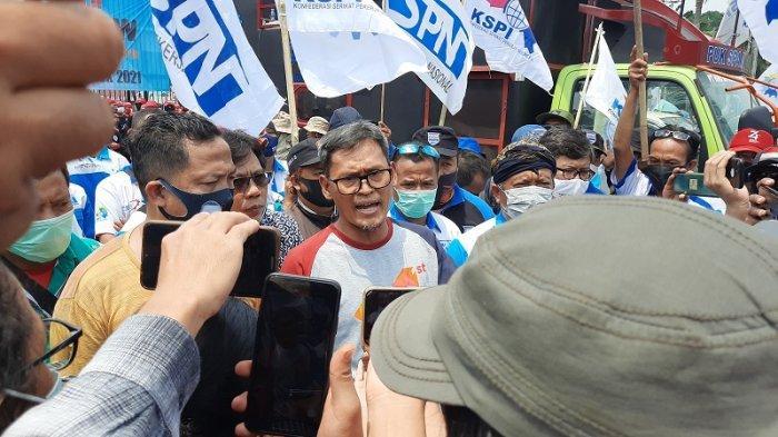VIDEO Buruh Demo di DPR RI, Minta Legislatif Review UU Cipta Kerja