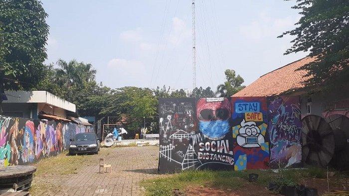 BREAKING NEWS :  Seniman dan Gerakan Masyarakat Kepung Kantor Wali Kota Tangerang