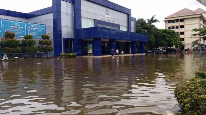 UPDATE Sempat Terendam Banjir, Satpas SIM Polda Hitung Kerugian
