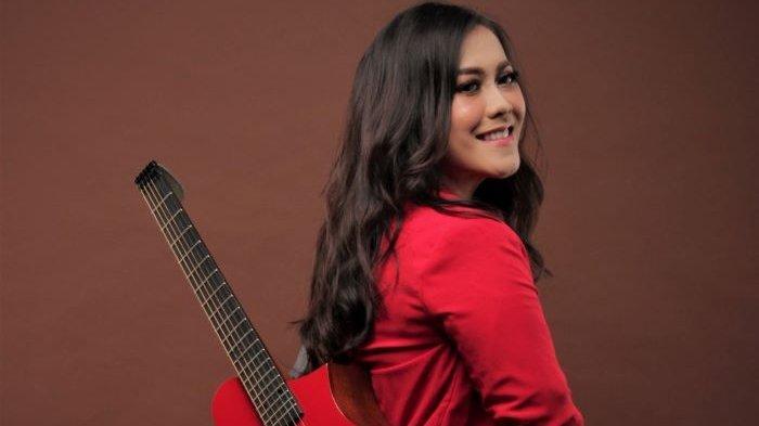 Penyanyi Sendy Nurulita meluncurkan single perdana berjudul Kisah Dalam Hati setelah sukses berkarier sebagai profesional di bidang komunikasi dan menjadi tim staf khusus Menteri BUMN, Senin (14/6/2021).