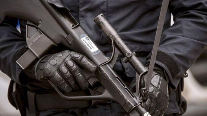 VIRAL Video Ormas Berseragam Loreng Bawa Senjata ke Kondangan, Netizen: Ngeri!