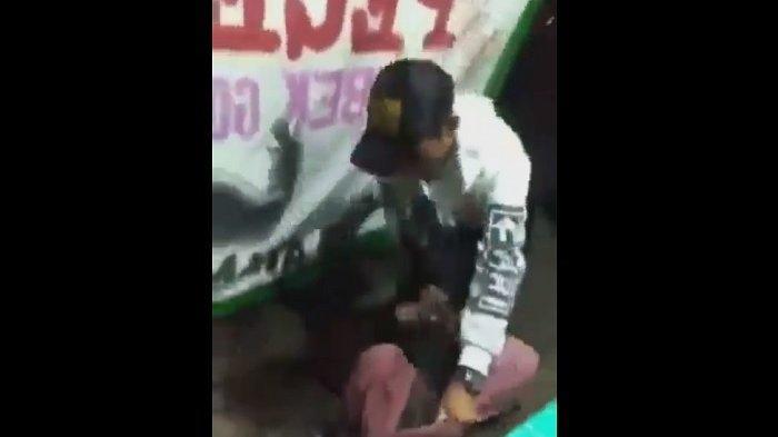 Viral Video Penyandang Disabilitas Dipukuli Bertubi-tubi oleh Seorang Pria di Warung Pecel Lele