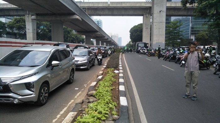 Demonstrasi Ratusan Pengemudi Gojek di Kedubes Malaysia Picu Kemacetan Parah di Kuningan