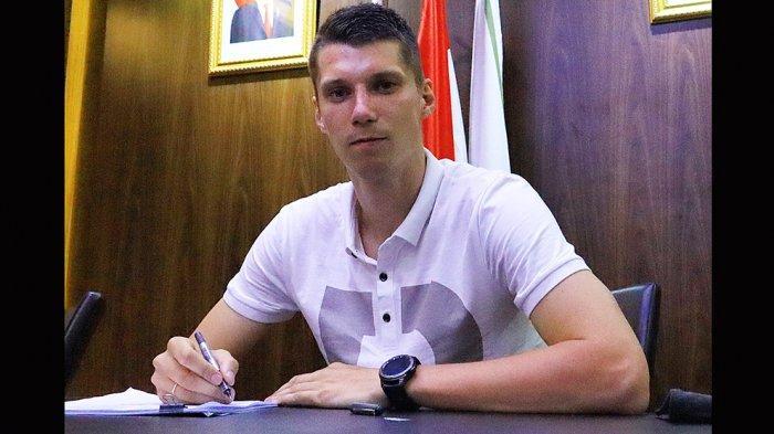 Tira Persikabo adalah klub pertama Asia yang dibela oleh Sergey Pushnyakov yang menempati posisi bermain sebagai bek