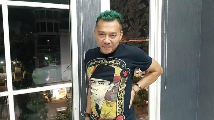 Anang Hermansyah di toko kue LU'MIERE di kawasan Pondok Indah, Jakarta Selatan, Selasa (11/2/2020) malam.