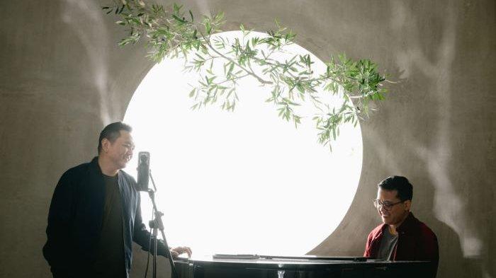 Sidney Mohede dan Andi Rianto mengenalkan lagu Only You, Minggu (7/2/2021). Lagu Only You didistribusikan digital di INSIDE dan dirilis eksklusif di Apple Music selama seminggu mulai hari Minggu ini dan 14 Februari 2021 di seluruh digital platform.