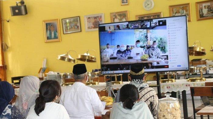 Rayakan Idul Fitri, Wali Kota Bekasi Rahmat Effendi Gelar Silaturahmi Secara Virtual di Rumahnya