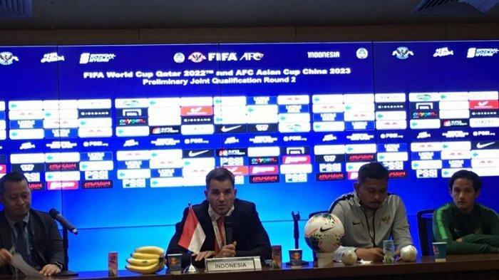 Desakan Pecat Pelatih Simon McMenemy Membahana di Twitter dan GBK Saat Timnas Dibantai Thailand 0-3