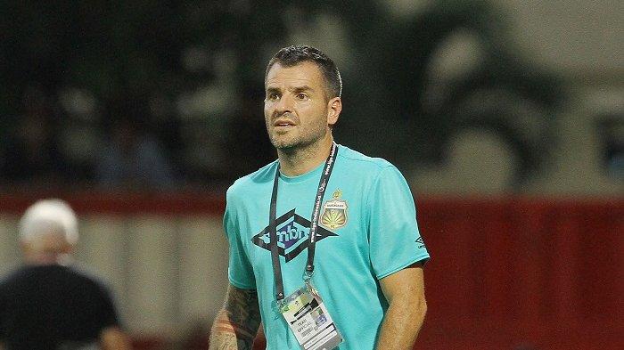 Bhayangkara FC Ingin Tetap Pertahankan Simon McMenemy