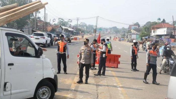 Simpang Salabenda Disekat, Ratusan Kendaraan Diputarbalik Arah Parung