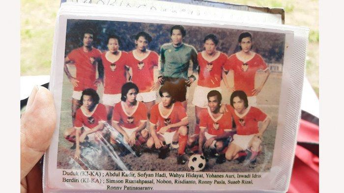 Foto kenangan saat Simson Rumahpasal memperkuat timnas Indonesia pada era 70 hingga 80an