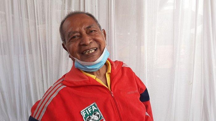 Simson Rumahpasal saat masih menjadi pemain selalu dipilih untuk menempati posisi bek kiri timnas Indonesia