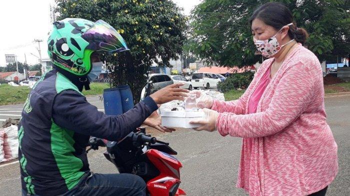 Setelah APD dan Rapid Test Kit, Sinar Mas Land Bagikan 1.000 Nasi Kotak per Minggu ke Pekerja Harian