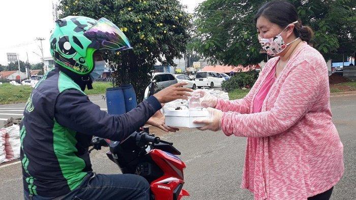 Covid-19, Sinar Mas Land Melalui Rumah Pintar BSD City Bagi-bagi 1.000 Nasi Kotak ke Pekerja Harian