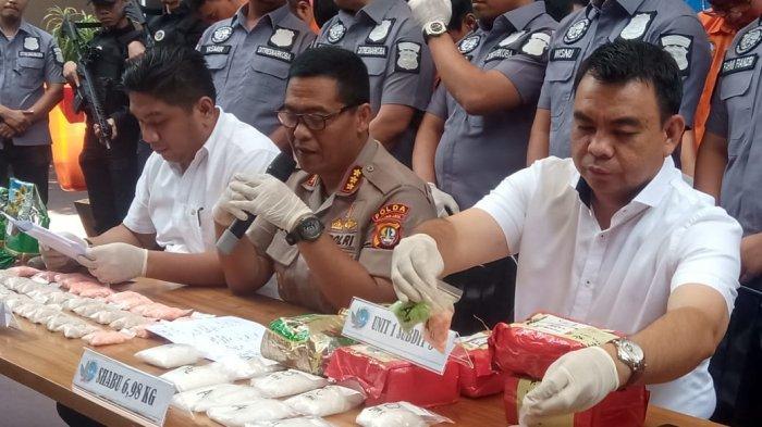 VIDEO: Sindikat Narkoba Jaringan Malaysia Dibekuk, 18 Kilo Sabu dan 4.132 Ekstasi Disita
