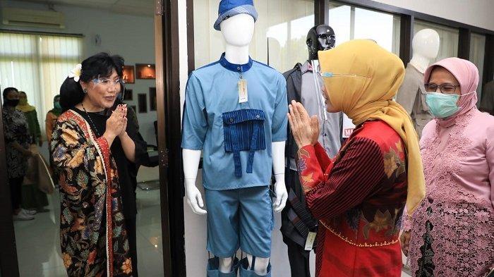 Ketua Dewan Kerajinan Nasional Daerah (Dekranasda) Jateng Siti Atikoh Ganjar Pranowo bersama perancang busana kondang nasional Anne Avantie, pada gelaran UKM Virtual Expo (UVO) 2 yang dihelat Pemerintah Provinsi Jawa Tengah, Kamis (19/11/2020).