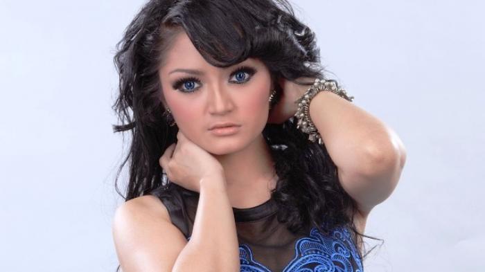 Teman Dekat Siti Badriah Galau karena Cinta Lokasi