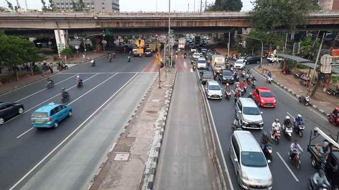 Arus Lalu Lintas di Jalan Daan Mogot Ramai Lancar Sabtu Sore